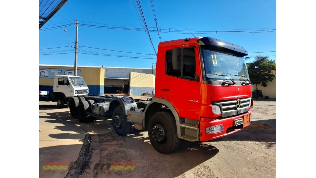 Atego 2428 ano 2011 bitruck 8x2 chassi