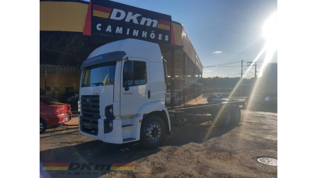 VW 24250 constellation 2012 completo no chassi