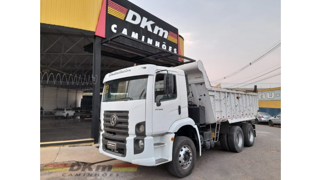 VW 31320 constellation 6x4 2007 com caçamba