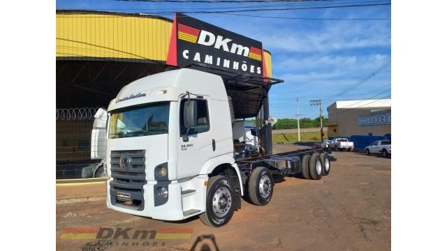 VW 24.280 CRM 8x2 ano 2015 completo com baú de 9.50 mt