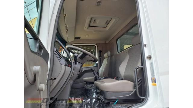 VW 25320 bitruck 2012 com carroceria completo